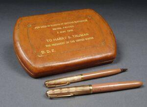 การยุติสงครามโลกครั้งที่สองด้วยปากกาปาร์คเกอร์